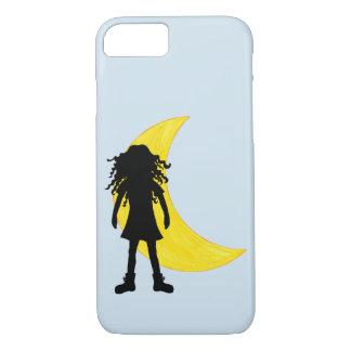 Capa iPhone 8/ 7 Menina com cabelo encaracolado longo e a lua