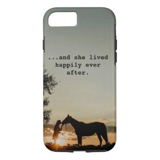 Capa iPhone 8/ 7 Menina que beija o cavalo viveu feliz sempre em