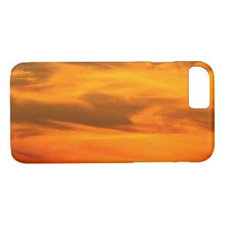Capa iPhone 8/ 7 O por do sol alaranjado nubla-se a fotografia 1