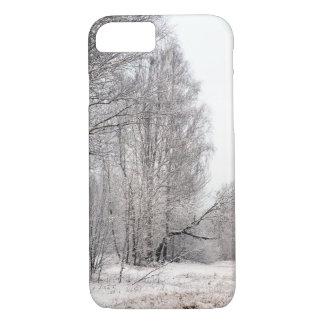 Capa iPhone 8/ 7 Paisagem da floresta do inverno. Árvores cobertas