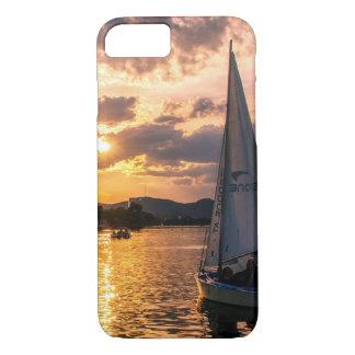 Capa iPhone 8/ 7 Por do sol com barco de navigação
