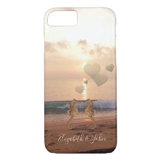 Capa iPhone 8/ 7 Praia, por do sol, cavalos marinhos no amor -