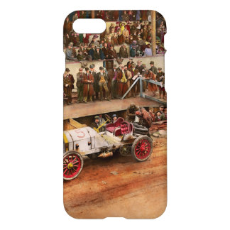 Capa iPhone 8/7 Raça de carro - competindo para obter o gás 1908
