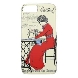 Capa iPhone 8/ 7 Senhora no vestido vermelho na máquina de costura