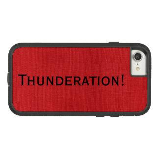 Capa iPhone 8/ 7 Thunderation! texto preto corajoso na foto de