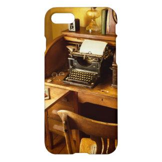 Capa iPhone 8/7 Trabalho - datilógrafo - uma pessoa com muitos