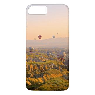 Capa iPhone 8 Plus/7 Plus Balões de ar quente sobre um terreno áspero bonito