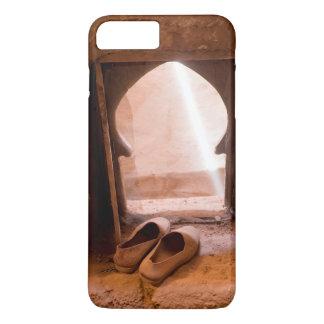 Capa iPhone 8 Plus/7 Plus Calçados marroquinos na janela