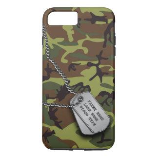 Capa iPhone 8 Plus/7 Plus Camo verde com dog tags