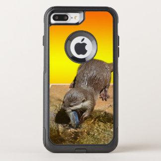 Capa iPhone 8 Plus/7 Plus Commuter OtterBox Lontra que come peixes deliciosos de Otterly,