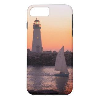 Capa iPhone 8 Plus/7 Plus Navigação pelo farol de Santa Cruz no por do sol