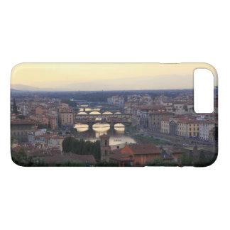 Capa iPhone 8 Plus/7 Plus O rio de Arno e o Ponte Vecchio em Florença,