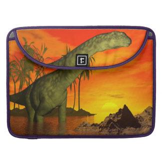 Capa MacBook Pro Dinossauro do Argentinosaurus pelo por do sol - 3D