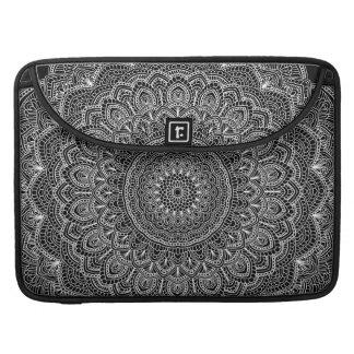 Capa MacBook Pro Mandala preto e branco
