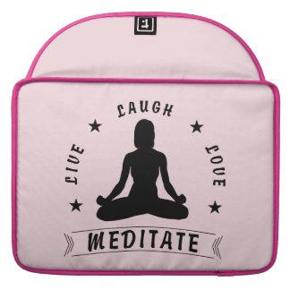 Capa MacBook Pro O amor vivo do riso Meditate o texto fêmea (o