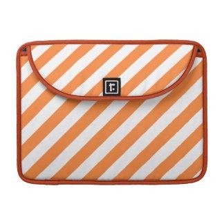 Capa MacBook Pro Teste padrão diagonal alaranjado e branco das