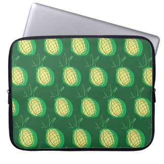 Capa Para Computador Abacaxis Funky no fundo verde