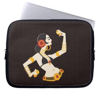 Capa Para Computador dançarino de barriga tribal da fusão com pratos