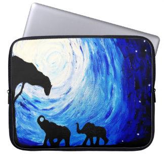 Capa Para Computador Elefantes sob o luar (arte de K.Turnbull)