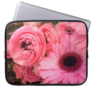 Capa Para Computador Gerbera e renuculas cor-de-rosa