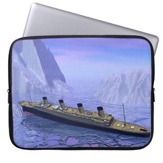 Capa Para Computador Navio titânico que afunda-se - 3D rendem