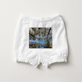 Capa Para Fralda Árvores de goma contra um céu azul