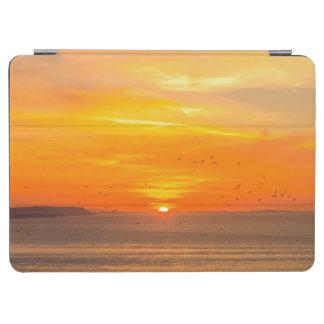 Capa Para iPad Air Costa do por do sol com Sun alaranjado e pássaros