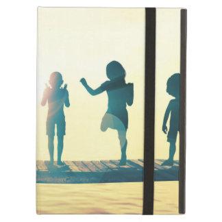 Capa Para iPad Air Crianças felizes que jogam na ilustração do parque