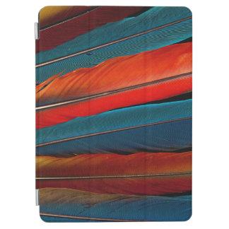Capa Para iPad Air Do Macaw escarlate de penas de cauda