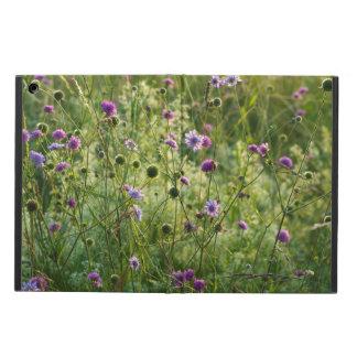 Capa Para iPad Air Flores selvagens roxas em um prado verde