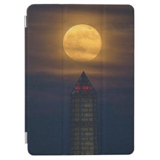 Capa Para iPad Air Supermoon sobre o monumento de Washington