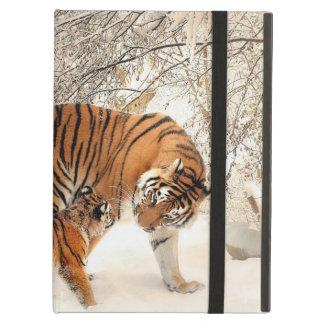 Capa Para iPad Air Tigre lindo e filhote na neve