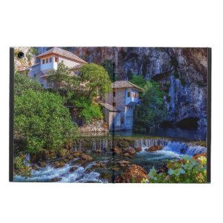 Capa Para iPad Air Vila pequena Blagaj na cachoeira do Buna, Bósnia e