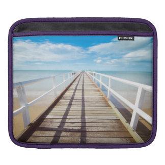Capa Para iPad Cais branco na costa do oceano