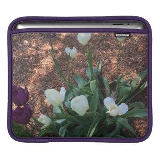 Capa Para iPad Jardim das flores brancas da tulipa da neve