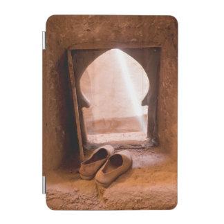 Capa Para iPad Mini Calçados marroquinos na janela
