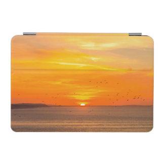 Capa Para iPad Mini Costa do por do sol com Sun alaranjado e pássaros