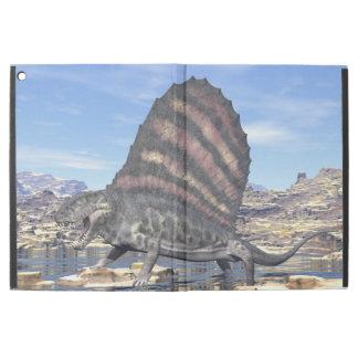 """Capa Para iPad Pro 12.9"""" Dimetrodon que está em uma lagoa no deserto"""