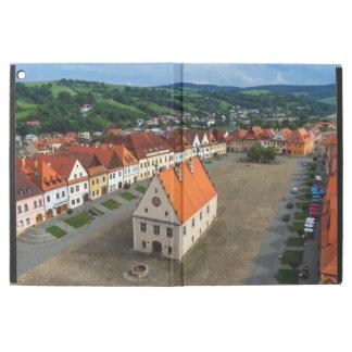 """Capa Para iPad Pro 12.9"""" Praça da cidade velha em Bardejov, Slovakia"""