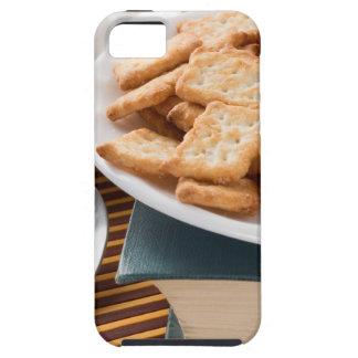 Capa Para iPhone 5 Placa branca com os biscoitos no livro velho