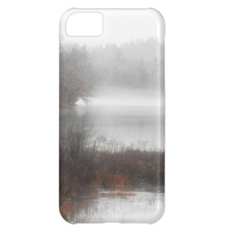 Capa Para iPhone 5C Lago nevoento em um dia de inverno