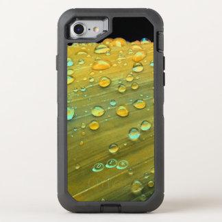 Capa Para iPhone 8/7 OtterBox Defender Close up dos pingos de chuva, amarelo da mostarda