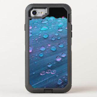 Capa Para iPhone 8/7 OtterBox Defender Close up dos pingos de chuva, azuis de Spacey