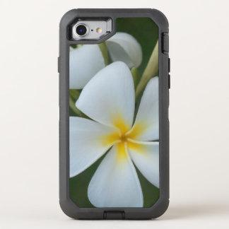 Capa Para iPhone 8/7 OtterBox Defender Flor tropical branca do Plumeria de Fiji