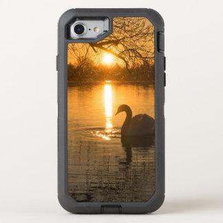 Capa Para iPhone 8/7 OtterBox Defender Por do sol com cisne