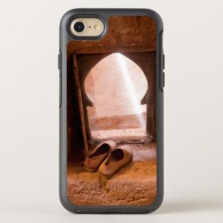Capa Para iPhone 8/7 OtterBox Symmetry Calçados marroquinos na janela