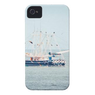 Capa Para iPhone Barco azul do camarão no oceano