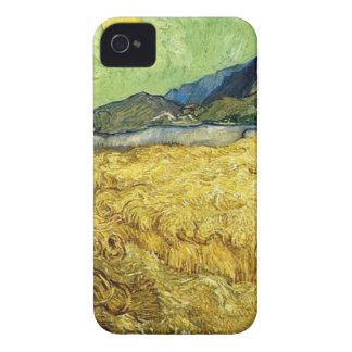 Capa Para iPhone Campos de trigo com a ceifeira no nascer do sol -