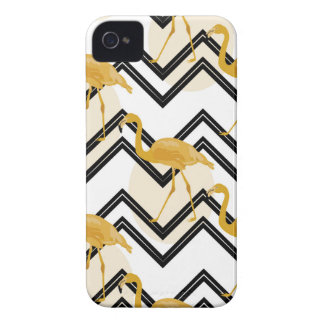 Capa Para iPhone Hand drawn gold flamingo with chevron background