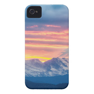 Capa Para iPhone Ondas do por do sol da montanha rochosa de